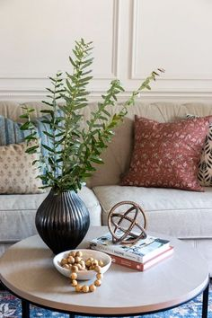 The Basics of Coffee Table Styling - Shades of Blue Interiors Coffee Table Decor Living Room, Coffee Table Vignettes, Coffee Table Styling, Decorating Coffee Tables, Dining Rooms, Simple Coffee Table, Coffe Table, Living Room Mirrors, Blue Interiors