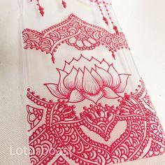 smartphone case that I design *** #メヘンディ#ヘナタトゥー #ヘナデザイン #ヘナアート#アート #ハンドメイド #手作り #iPhoneケース #スマホケース #originaldesigno #henna #mehndi #hennatatto #hennadesign #hennaart #art #design #Acrylic #paint #piping #handmade