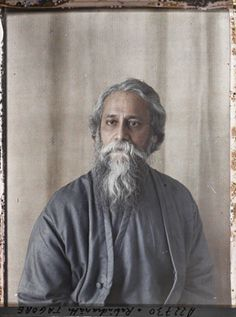 Rabindranath Tagore was a Bengali polymath who reshaped Bengali literature and music, as well as Indian art with Contextual Modernism in the late and early centuries. Rare Pictures, Historical Pictures, Rare Photos, Albert Kahn, Spiritual Figures, Rabindranath Tagore, Leagues Under The Sea, India People, Color Photography