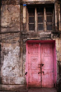 Gorgeous Pink Door via Because I'm Addicted