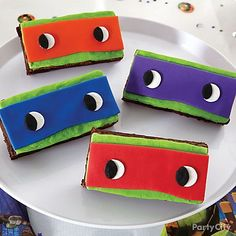 Give a batch of brownies delicious ninja disguises! Ice in green & bright colored fondant masks to rep the TMNT team! Swapping food coloring for natural coloring Turtle Birthday Parties, Ninja Turtle Birthday, Boy Birthday, Birthday Ideas, Fourth Birthday, Carnival Birthday, Ninja Turtle Pinata, Tmnt, Turtle Brownies
