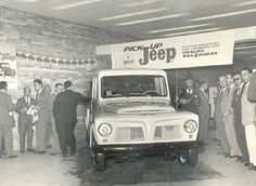 "Abaixo, lançamento da Pick-Up Jeep em 1960. Anos depois, foi integrada à família Ford e passou a ser denominada de ""F-75"". Volkswagen, Vans, Jeep, Vehicles, Countries, Vintage Cars, Club, 1950s, Pictures"
