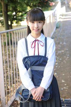 """bishozyoland2014: """"中学生かな? 制服を着たかわいい女の子 """""""