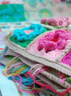 ...the crochet pattern for the flower squares is finally written out for you to try out...To those of you who have been waiting for it -- thanks for your patience! So, here goes: With the color of yarn you wish...