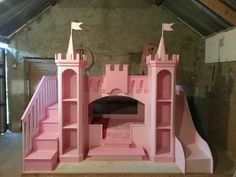 lit d' enfant original, un château rose
