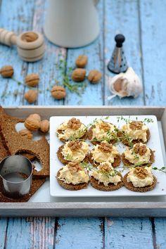 Kanapeczki czosnkowe Bruschetta, Side Dishes, Cereal, Appetizers, Menu, Cooking Recipes, Snacks, Breakfast, Party