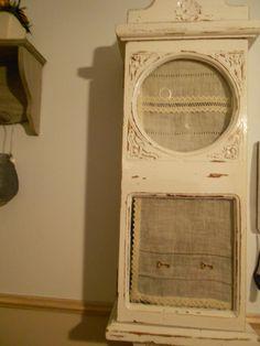 Caja de reloj,convertida por mi en armario para las llaves.
