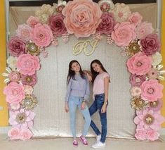 Learn how to make party money with giant paper curtains and paper flowers . Quinceanera Decorations, Quinceanera Party, Birthday Decorations, Wedding Decorations, Paper Flower Wall, Giant Paper Flowers, Diy Flowers, Wedding Flowers, Diy Paper Flower Backdrop