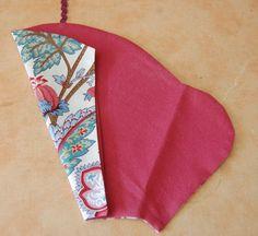 un étui à ciseaux – Créativités manuelles Blog Deco, Sunglasses Case, Sewing, Bags, Make A Lamp, Wooden Jewelry, Sewing Lessons, Scissors, Handbags