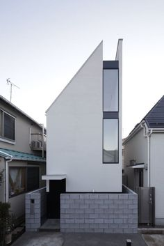 Designed by PANDA Architects, the ST-House is a small three-story house built on a site that's just 40 square meters square feet). Located in a densely populated area of Tokyo. Japan Architecture, Minimalist Architecture, Contemporary Architecture, Interior Architecture, Mini Loft, Compact House, Narrow House, Small Buildings, House Built