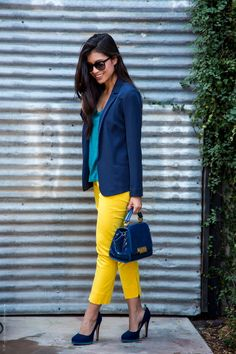 For women, yellow pants are a serious statement that attracts attention and exudes happiness and optimism. See how I added yellow pants to make this bright summer outfit. Yellow Pants Outfit, Yellow Jeans, Yellow Blouse, Turquoise Pants Outfit, Mustard Pants, Turquoise Clothes, Bluse Outfit, Trouser Outfits, Navy Blazer Outfits