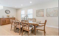 Nada mal comer com a sua família nessa casa né? Venha conhecer os imóveis na Flórida! #grupohlr #imovel #investimento #saladejantar #decoracao #florida #orlando