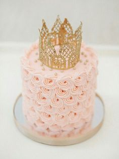 How gorgeous is this mini cake?! The lace gold newborn crown is just the touch of perfection. Image source unknown. #partycake #partyideas #partytable  #partyplanner  #partystyling #partyplanning #partyinspiration #cake #cakeideas #cakedesign #wedding #weddingcake #desserttable #diywedding #weddingphotography #beautiful  #thepartyatelier #inspiration #dessert #delicious #sweet #pink #roses #flowers #gold