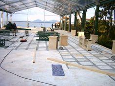 Décor en construction pour un mariage, Antibes Sol en faux marbre, balustres en fausse pierre Travail en équipe  https://www.facebook.com/zinzoline-peinture-d%C3%A9co-139089589494474/photos