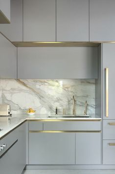 63 Elegant Kitchen Design With Contemporary Kitchen Features You Can Try ~ Best Dream House Kitchen Room Design, Luxury Kitchen Design, Contemporary Kitchen Design, Kitchen Cabinet Design, Home Decor Kitchen, Interior Design Kitchen, Gold Kitchen, Interior Livingroom, Interior Modern