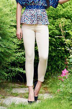 Comanda online, Pantaloni office conici PrettyGirl crem cu talie medie. Articole masurate, calitate garantata! Bermuda Shorts, Capri Pants, Casual, Summer, Inspiration, Collection, Women, Fashion, Biblical Inspiration