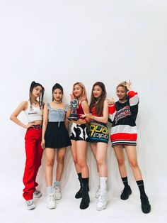 ITZY at M Countdown place celebration - Sexy K-pop Kpop Girl Groups, Korean Girl Groups, Kpop Girls, Stage Outfits, Kpop Outfits, K Pop, Rapper, Programa Musical, Fandom