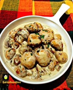 Creamy Garlic Mushrooms [Simple,  quick, delicious recipe with just a few ingredients. I used fresh sage which paired beautifully with the mushroom flavor. 12.11.14]