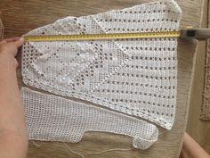 Crochet Skirts, Crochet Clothes, Knit Crochet, Hessian Fabric, Burlap, Shell Tops, Crochet Cardigan, Summer Tops, Reusable Tote Bags