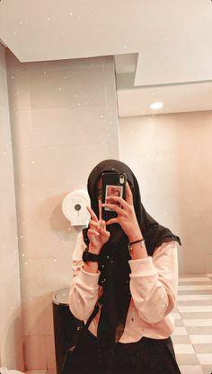 Stylish Hijab, Casual Hijab Outfit, Ootd Hijab, Hijab Chic, Hijabi Girl, Girl Hijab, Stylish Girls Photos, Girl Photos, Aesthetic Photo