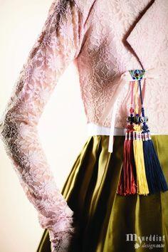한복 Hanbok / Lace pink jeogori and mustard chima / Traditional Korean dress / Love the colors of the norigae - make them a print on the shirt Korean Traditional Dress, Traditional Fashion, Traditional Dresses, Korean Dress, Korean Outfits, Korean Clothes, Korean Hair, Modern Hanbok, Oriental Dress