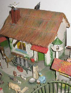 Britains farmhouse and accessories. Circa 1930. Pieternel Antique Toys