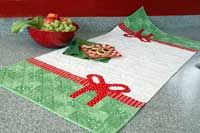 Christmas Ribbons by Jen Daly in Best Christmas Quilts 2014