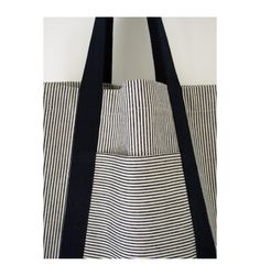 Turn dirt-hiding denim stripes and neutrals into strong, useful bags for shopping and beyond with this railroad tote tutorial! Turn dirt-hiding denim stripes and neutrals into strong, useful bags for shopping and beyond with this railroad tote tutorial! Sewing Hacks, Sewing Crafts, Sewing Projects, Tape Crafts, Sewing Tips, Bags Sewing, Free Sewing, Diy Crafts, Diy Sac