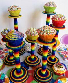 Como fazer suportes de bolo super coloridos para decorar a mesa de festa infantil ~ VillarteDesign Artesanato