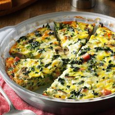 I served this quiche recipe at a church lunch, and I had to laugh when one guy told me how much he disliked vegetables. Many people were surprised by how much they loved this veggie-filled crustless quiche—and he was one of them! Best Quiche Recipes, Spinach Quiche Recipes, Veggie Quiche, Quiche Dish, Spinach And Feta, Easy Quiche, Canned Spinach Recipes, Spinach Quiche Crustless, Bacon Quiche
