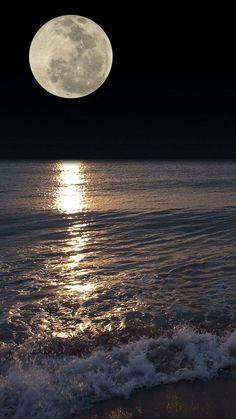 Pin by peter prochaska on hintergrund in 2019 лунный свет, луна, пейзажи Shoot The Moon, Moon Photography, Good Night Moon, Night Night, Moon Magic, Moon Rise, Beautiful Moon, Super Moon, Blue Moon
