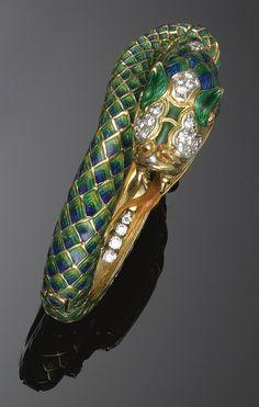 GOLD, ENAMEL AND DIAMOND SNAKE BRACELET Snake Bracelet, Snake Jewelry, Animal Jewelry, Jewelry Art, Antique Jewelry, Vintage Jewelry, Egypt Jewelry, Ancient Symbols, Anaconda