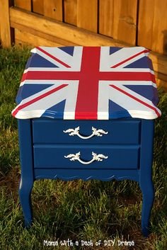 DIY end table -Union Jack flag motif Doctor Who Room, Painted Furniture, Diy Furniture, Union Jack Decor, British Decor, Union Flags, British Things, Drawing Reference, Home Projects