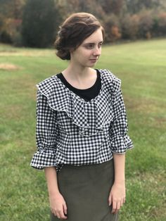 Black and white gingham plaid ruffle blouse Long Skirt Outfits, Modest Outfits, Modest Fashion, Cute Outfits, Casual Sweaters, Casual Jeans, Jeans Outfit Summer, Summer Outfits, Pentecostal Outfits