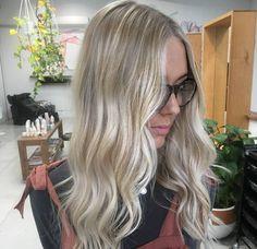 We had so much fun brightening up this blondie  #balayage by foiling and keeping the natural base for a longer lasting lived in #blonde. Styled with the @ghdhair_anz #GHDcurve. Hair by @ haylee_edwardsandco. #edwardsandco #edwardsandcobyronbay