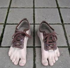 Unbelievable is the word that comes to the mind when one sees them. Simply amazing, out of this world design! They are not even like finger shoes that give a look of shoe gloves to the feet. They are simply barefoot! One can easily get. Barefoot Running, Barefoot Shoes, Going Barefoot, Crazy Shoes, Me Too Shoes, Weird Shoes, Dream Shoes, Finger Shoes, Funny Shoes