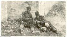 Српски војници деле храну | Serbian Soldier sharing food