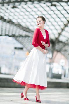 noni 2016  modernes tea-length Brautkleid mit rotem Petticoat und ...
