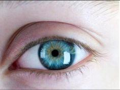 """Chp. 1 pg. 1 """"Son los ojos más bonitos que he visto nunca."""" Yo eligí esta pintura porque muestra ojos mas bonitas como las ojos de Cayetano Gao."""