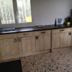 itchen units made from recycled pallets...