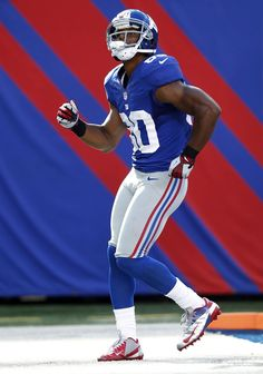 Image: Victor Cruz of the New York Giants does the salsa (© Jeff Zelevansky/Getty Images) New York Giants Football, Football Players, Football Team, Football Pictures, Sports Photos, Puerto Rico, Professional Football, Fantasy Football, Nfl Jerseys
