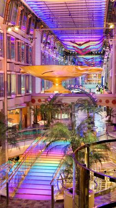 Independence of the Seas | Stroll down the Royal Promenade and immediately become entranced in the colors, shops, and entertainment.