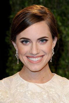 High Brow and thick lashes. The Best Celebrity Eyebrows - Allison Williams Allison Williams, Celebrity Eyebrows, Celebrity Makeup, Vanity Fair Oscar Party, Perfect Eyebrows, Party Makeup, Makeup Inspiration, Wedding Hairstyles, Makeup Looks