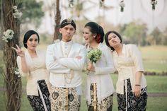Pernikahan Adat Jawa Cici dan Dhany di Yogyakarta Javanese Wedding, Indonesian Wedding, Dream Wedding Dresses, Wedding Gowns, Foto Wedding, Akad Nikah, Wedding Prep, Event Styling, Traditional Wedding