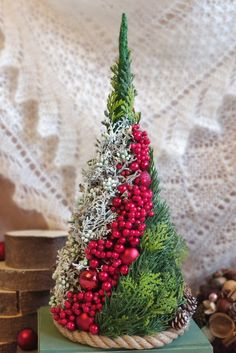christmas advent wreath # 2020 Dekoracje swiateczne Best Picture For christmas snacks For Your Taste You are looking for something, and it is going to tell you exactly … Christmas Advent Wreath, Christmas Flowers, Noel Christmas, Winter Christmas, Christmas Arrangements, Christmas Centerpieces, Xmas Decorations, Art Floral Noel, Diy Weihnachten