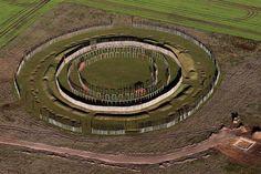 """Das """"Henge-Monument"""" von Pömmelte in Sachsen-Anhalt birgt eine Sensation. Denn Opfergruben erlauben den Ausgräbern Schlüsse auf blutige Rituale und eine unglaubliche religiöse Tradition."""