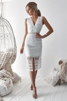 Scarlet Lace Midi Dress - White Scarlet Lace Midi Dress in Weiß von Two Sisters the Label Mode Bcbg, Dress Outfits, Fashion Dresses, Midi Dresses, Party Outfits, Modest Fashion, Scarlett Dresses, Shower Outfits, White Midi Dress