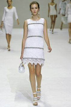 Celebrities who wear, use, or own Dolce & Gabbana Spring 2011 Crystal and Crochet Dress. Also discover the movies, TV shows, and events associated with Dolce & Gabbana Spring 2011 Crystal and Crochet Dress. Crochet Stitch, Knit Crochet, Vestido Dolce Gabbana, Irish Crochet, Fashion Show, Fashion Design, Milan Fashion, Crochet Clothes, Crochet Dresses