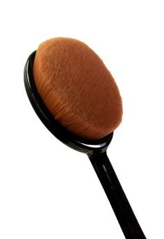 oval foundation brush - Silk Naturals