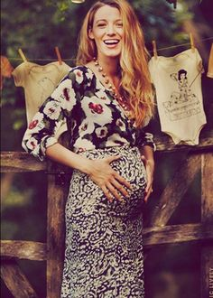 #BlakeLively shows off her growing bump!